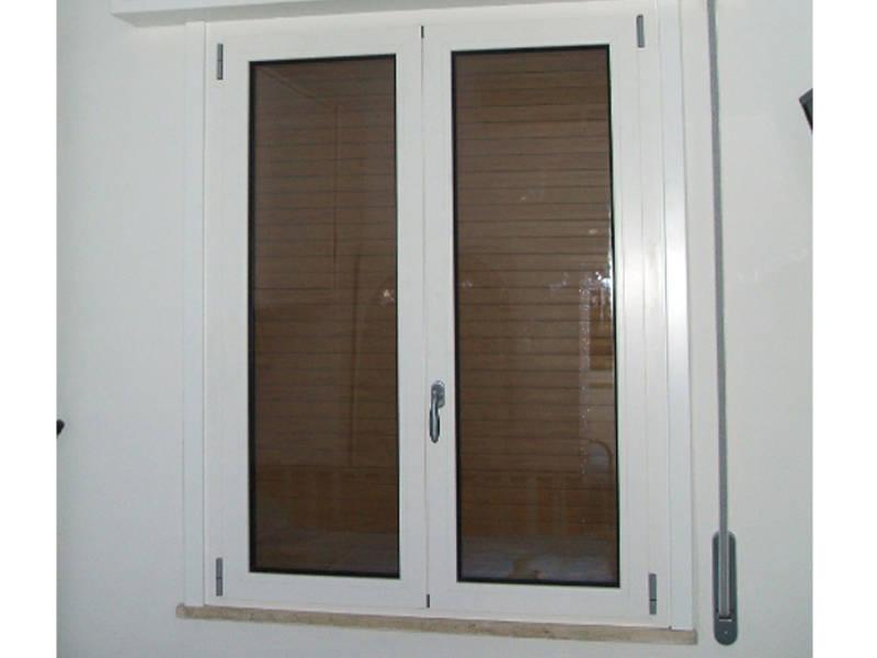 Realizzazione di finestre in alluminio legno e pvc serramenti cl - Finestre di legno ...
