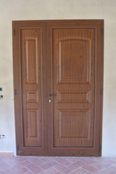 Realizzazione di porta in legno - Serramenti Clò