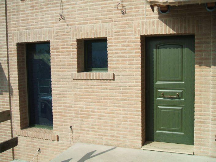 Visuale di porte da esterno e finestre per privati