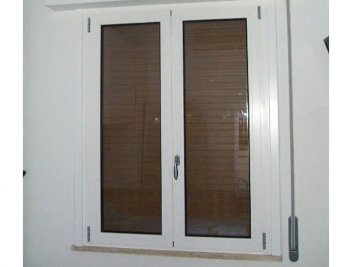 Realizzazione di finestra per privati - Serramenti Clò