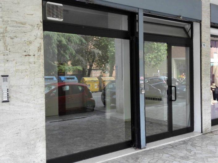 Realizzazione di vetrine per negozi