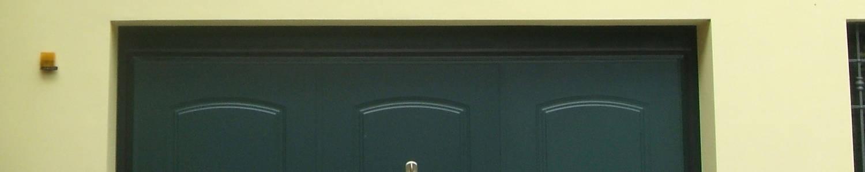 dettaglio di portoni basculanti per garage