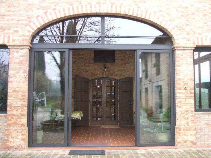Dettaglio di veranda in alluminio realizzata da Serramenti Clò